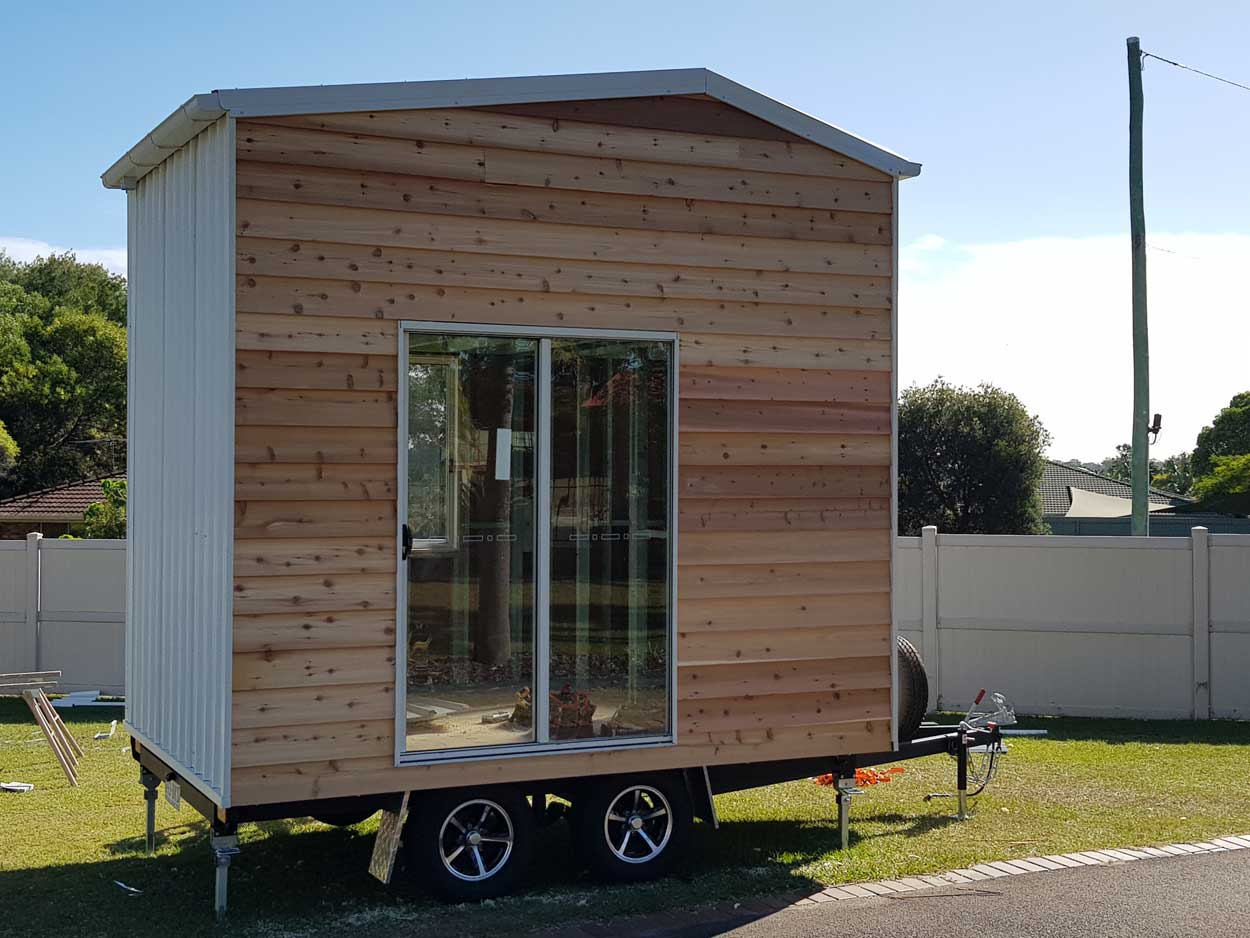 """The pros and cons of building a tiny home from a """"DIY"""" kit"""